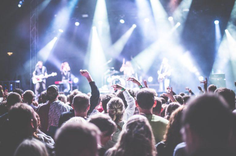 Más del 60% de los estudiantes universitarios prefieren esperar al 2021 para asistir a eventos masivos